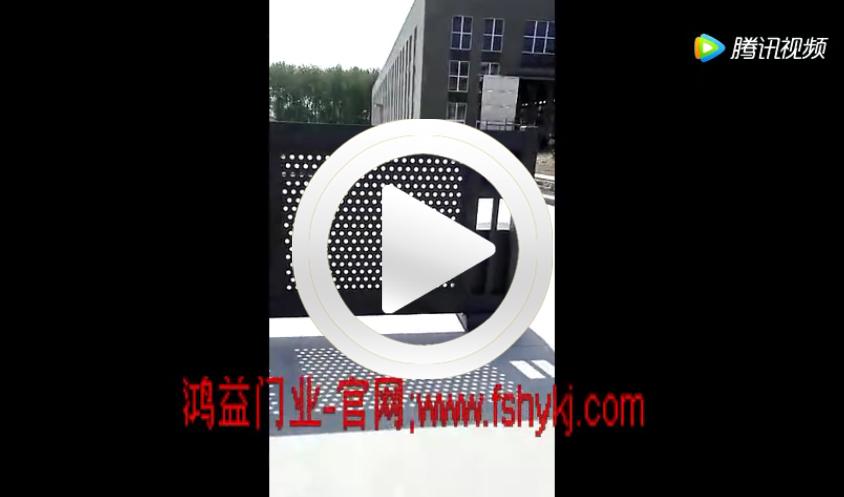 泰州市封板冲圆孔分段直线门-鸿益门业安装现场